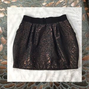 CHARLOTTE RUSSE UNIQUE METALLIC SKIRT M